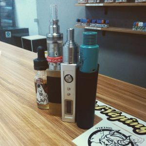 Слева направо: Dos Equis, Innokin Disrupter & InnoCell, iStick 50W