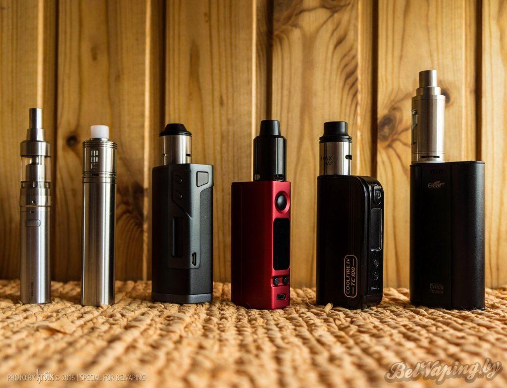 Сравнение габаритов батарейных модов (слева направо): Joyetech eGo One, SMPL, Sigelei Fuchai 213W, Joyetech eVic VTwo Mini, Innokin Coolfire IV TC100W, Eleaf iStick TC100W