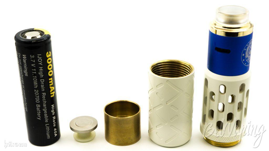 Аккумулятор и детали, участвующие в цепи: минусовой контакт, корпус кнопки, нижний стакан и верхний стакан