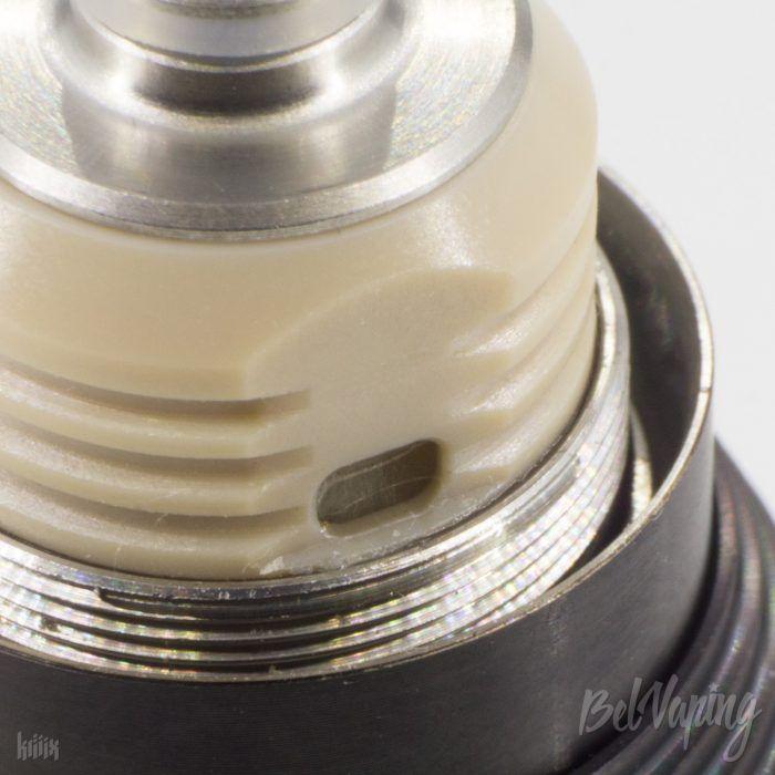 Отверстия подачи жидкости в Augvape Merlin Nano MTL RTA